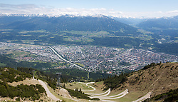 THEMENBILD - durch die Region in und um Innsbruck führen zahlreiche Wanderwege und -routen für alle Zielgruppen. Vom Familienwanderweg bis zu hochalpinen Touren ist für alle Naturbegeisterten etwas dabei. Im Bild Blick auf Innsbruck von der Seegrube // The region in and around Innsbruck lead numerous hiking trails and routes for all target groups. From the family hiking trail to high alpine tours, there is something for all nature enthusiasts. Innsbruck, Austria on2017/05/21. EXPA Pictures © 2017, PhotoCredit: EXPA/ Jakob Gruber