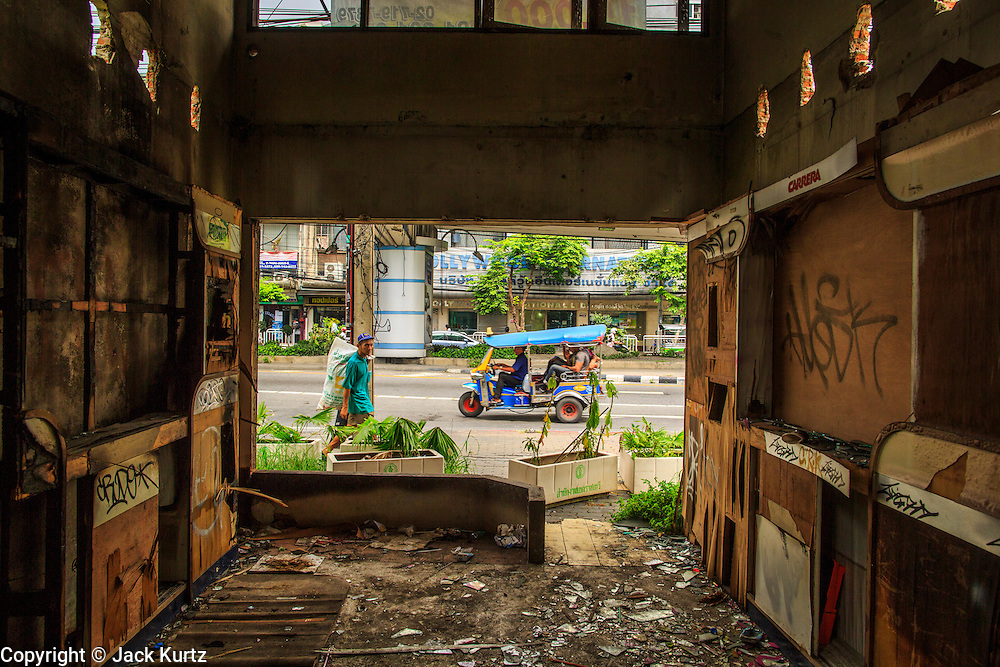 16 OCTOBER 2012 - BANGKOK, THAILAND: Looking out to the street in an abandoned building on Phetchaburi Rd in central Bangkok, Thailand. The building used to be an optician's shop with residences above the ground floor shop. The global economic slowdown had little visible effect in Bangkok. Construction projects dot the city of 12 million and development continues unabated.    PHOTO BY JACK KURTZ