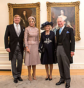 Staatsbezoek van Koning Willem Alexander en Koningin Máxima aan het Verenigd Koninkrijk<br /> <br /> Statevisit of King Willem Alexander and Queen Maxima to the United Kingdom<br /> <br /> Op de foto / On the photo: Koning Willem Alexander en koningin Maxima begroeten Charles, Prins van Wales, en Camilla, Hertogin van Cornwall in de Residentie van de Ambassadeur <br /> <br /> King Willem Alexander and Queen Maxima greet Charles, Prince of Wales, and Camilla, Duchess of Cornwall in the Residence of the Ambassador