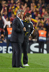 LONDON, ENGLAND - Wednesday, May 6, 2009: Chelsea's manager Guus Hiddink and Joe Cole look dejected after losing on away goals to Barcelona during the UEFA Champions League Semi-Final 2nd Leg match at Stamford Bridge. (Photo by Carlo Baroncini/Propaganda)