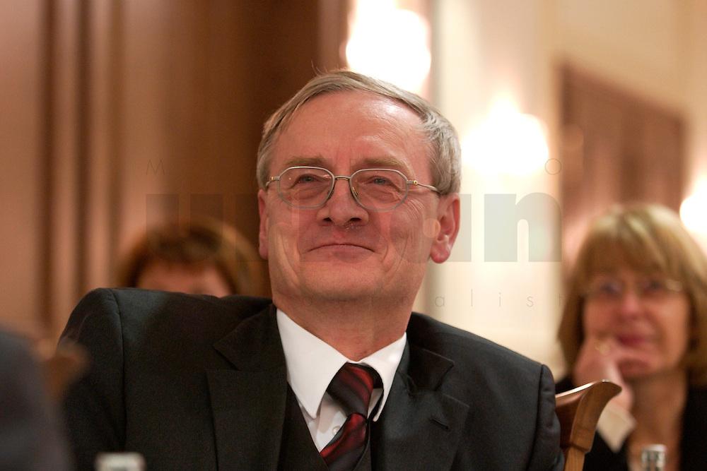 29 MAR 2004, BERLIN/GERMANY:<br /> August Hanning, Praesident des bundesnachrichtendienstes, BND, Berliner Agenda, Hotel Palace<br /> IMAGE: 20040329-01-111