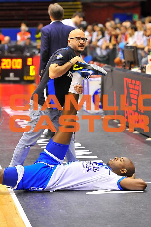 DESCRIZIONE : Campionato 2013/14 Semifinale GARA 2 Olimpia EA7 Emporio Armani Milano - Dinamo Banco di Sardegna Sassari<br /> GIOCATORE : Matteo Boccolini Caleb Green<br /> CATEGORIA : Stretching<br /> SQUADRA : Dinamo Banco di Sardegna Sassari<br /> EVENTO : LegaBasket Serie A Beko Playoff 2013/2014<br /> GARA : Olimpia EA7 Emporio Armani Milano - Dinamo Banco di Sardegna Sassari<br /> DATA : 01/06/2014<br /> SPORT : Pallacanestro <br /> AUTORE : Agenzia Ciamillo-Castoria / Luigi Canu<br /> Galleria : LegaBasket Serie A Beko Playoff 2013/2014<br /> Fotonotizia : DESCRIZIONE : Campionato 2013/14 Semifinale GARA 2 Olimpia EA7 Emporio Armani Milano - Dinamo Banco di Sardegna Sassari<br /> Predefinita :