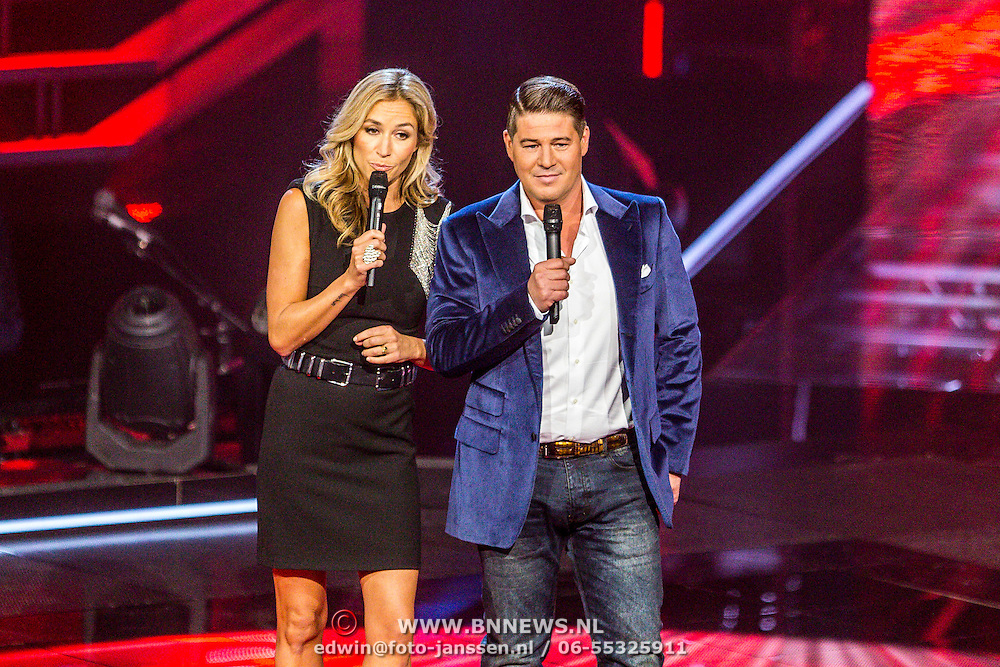 NLD/Hilversum/20141114 - The Voice of Holland 1e show, presentatoren Wendy van Dijk en Martijn Krabbe