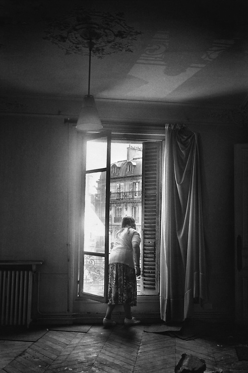 Paris, 1994.<br /> Occupation d'un immeuble inhabite rue Condorcet par l'association Droit au Logement. L'association exige l'application de l'ordonnance d'octobre 1945 permettant le requisition d'immeubles vides.