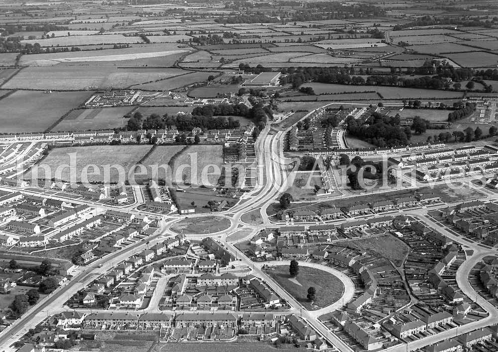 (Part of the Independent Newspapers Ireland/NLI collection.)<br /> <br /> Aerial view of Coolock 7/8/1957