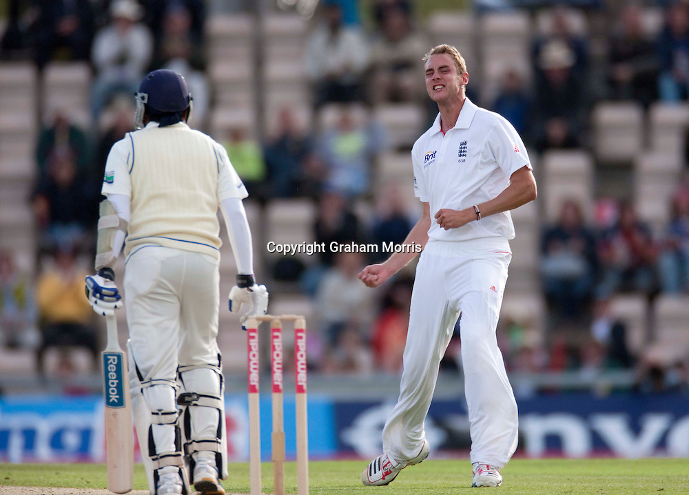 Stuart Broad celebrates taking the wicket of Mahela Jayawardene during the third npower Test Match between England and Sri Lanka at the Rose Bowl, Southampton.  Photo: Graham Morris (Tel: +44(0)20 8969 4192 Email: sales@cricketpix.com) 19/06/11