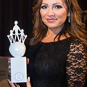 NLD/Rotterdam/20131216 - Society Lunch Silver Bells Christmas, Tatjana Simic met haar Award