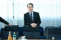 05 JAN 2009, BERLIN/GERMANY:<br /> Franz Muentefering, SPD Parteivorsitzender, vor Beginn der Sitzung der SPD -Koordinierungsrunde-Bund-Laender-Komunen, Willy-Brandt-Haus<br /> IMAGE: 20090105-01-009<br /> KEYWORDS: Franz Müntefering