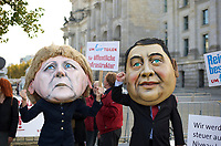 DEU, Deutschland, Germany, Berlin, 14.10.2013:<br />Mit einer Protestaktion vor dem Bundestag nahe der Parlamentarischen Gesellschaft  begleitet das B&uuml;ndnis Umfairteilen die Sondierungsgespr&auml;che zwischen SPD und CDU &uuml;ber eine m&ouml;gliche Koalitionsbildung. Hier im Bild zwei Demonstranten mit Masken der Bundeskanzlerin Angela Merkel (CDU) und des SPD-Parteivorsitzenden Sigmar Gabriel. Das B&uuml;ndnis fordert die Einf&uuml;hrung einer Verm&ouml;gensteuer, deren Einnahmen z.B. f&uuml;r &ouml;ffentliche Infrastruktur, sozialen Wohnungsbau, Bildung, Pflege und Energiewende verwendet werden sollen.