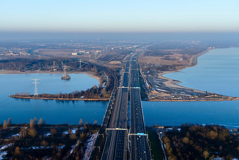 Nederland, Noord-Holland, Gemeente Muiden, 14-02-2017; A6 nabij Knooppunt Muiderberg, Hollandse brug over Gooimeer, richting Almere.<br /> Motorway A6 near Almere.<br /> luchtfoto (toeslag op standard tarieven);<br /> aerial photo (additional fee required);<br /> copyright foto/photo Siebe Swart