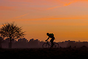 UNITED KINGDOM, London: 18 December 2017 A cyclist rides through Richmond Park as the sun begins to rise earlier this morning. Rick Findler / Story Picture Agency