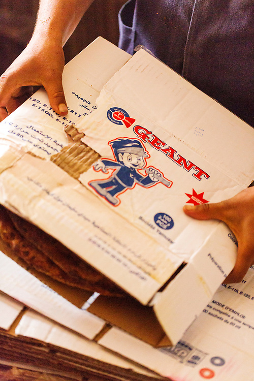 Madfouna is locally joked as being the Berber take on pizza in the southern Saharan regions and is even served to go in cardboard boxes from small take away stands in Rissani, Southern Morocco, 2015-11-01.&nbsp;<br />