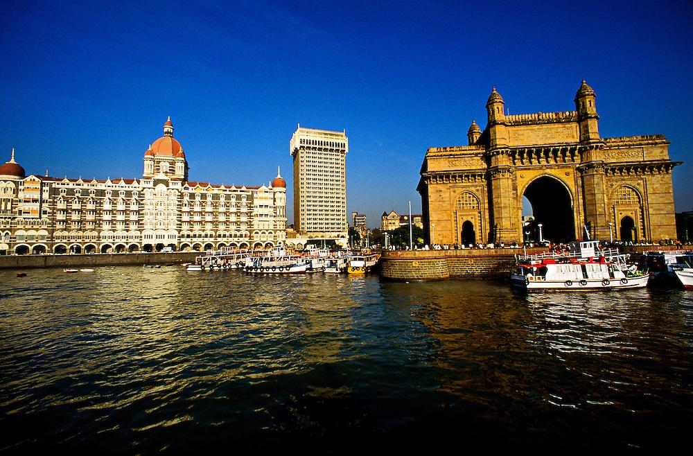 The Taj Mahal Hotel and the Gateway to India arch, Mumbai (Bombay), Maharashtra, India