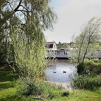 Nederland, Amsterdam , 13 april 2012..Remco Daalder, stadsecologg in de buurt van de Nieuwdammer molenpad..Foto:Jean-Pierre Jans