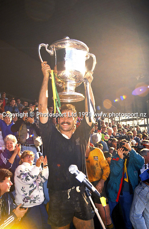 Gary Whetton holds us the Bledisloe Cup, New Zealand All Blacks v Australia, 1991. Photo: PHOTOSPORT