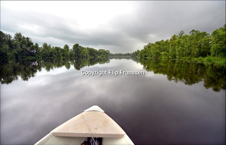Nederland, Kekerdom, 21-6-2016Beversafari met kano in de Millingerwaard . Staatsbosbeheer gaat tochten per kano organiseren zodat belangstellenden de natuur in de Millengerwaard echt kunnen beleven. Doel is om bevers te spotten .FOTO: FLIP FRANSSEN