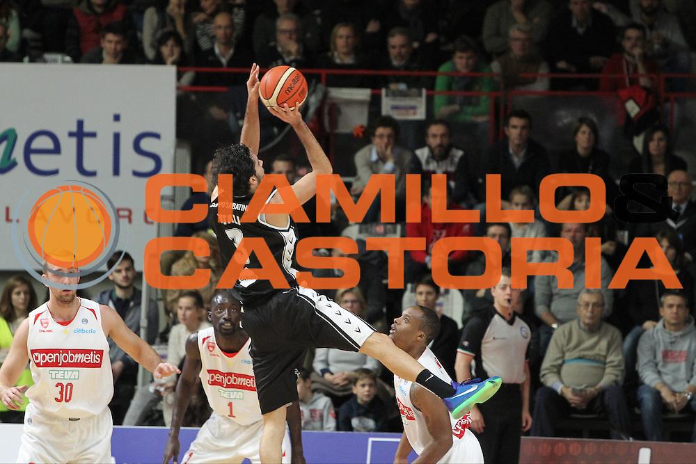 DESCRIZIONE: Varese Lega A 2015/16 <br /> Openjobmetis Varese vs Obiettivo Lavoro Bologna<br /> GIOCATORE: Michele Vitali<br /> CATEGORIA: controcampo tiro<br /> SQUADRA: Obiettivo Lavoro Virtus Bologna<br /> EVENTO: Campionato Lega A 2015-2016<br /> GARA: Openjobmetis Varese Obiettivo Lavoro Bologna<br /> DATA: 22/11/2015<br /> SPORT: Pallacanestro<br /> AUTORE: Agenzia Ciamillo-Castoria/A. Ossola<br /> Galleria: Lega Basket A 2015-2016<br /> Fotonotizia: Varese Lega A 2015-16 <br /> Openjobmetis Varese Obiettivo Lavoro Bologna