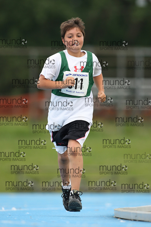 (Ottawa, Ontario---20/06/09)   Tommy Spiliotopoulus competing in the 800m at the 2009 Bank of America All-Champions Elementary School Track and Field Championship. www.mundosportimages.com / www.msievents.