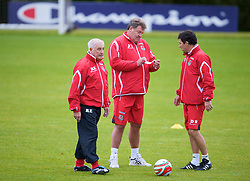 CARDIFF, WALES - Tuesday, October 7, 2008: Wales' manager John Toshack and assistant coaches Roy Evans (L) and Dean Saunders (R) during training at the Vale of Glamorgan Hotel ahead of the 2010 FIFA World Cup South Africa Qualifying Group 4 match against Liechtenstein. (Photo by David Rawcliffe/Propaganda)