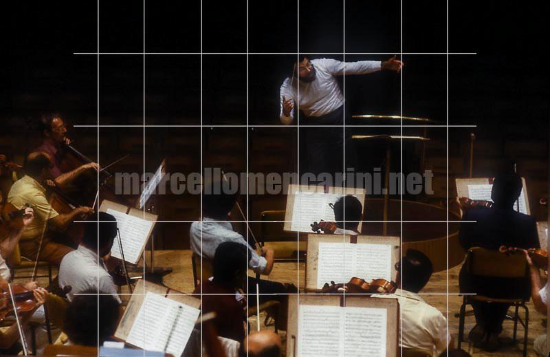 Italian conductor Giuseppe Sinopoli during a rehearsal (1983) / Il direttore d'orchestra Giuseppe Sinopoli durante una prova (1983) - © Marcello Mencarini