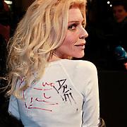 NLD/Amsterdam/20110315 - Inloop Boekenbal 2011, Judith Osborn met handtekeningen van schrijver op haar shirt en lichaam