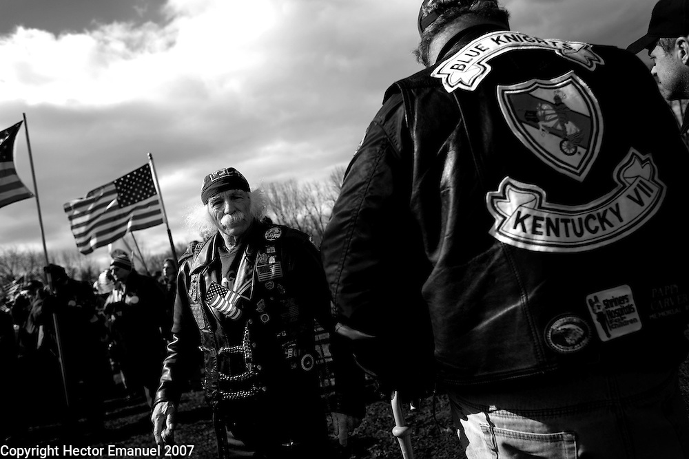 Vietnam veterans gather on the Mall to support the Iraq war while thousands march to the Pentagon in protest of the Iraq war. ..photo: Hector Emanuel