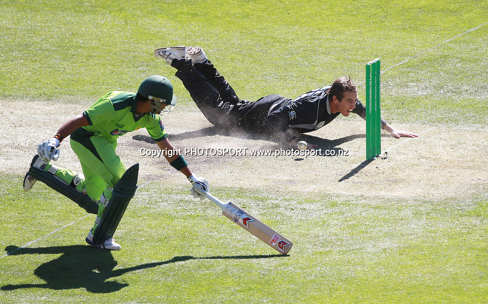 Tim Southee dives in an attempt to run out Umar Akmal during the 3rd ODI, Black Caps v Pakistan, One Day International Cricket. AMI Stadium, Christchurch, New Zealand. Saturday 29  January 2011. Photo: Andrew Cornaga/photosport.co.nz