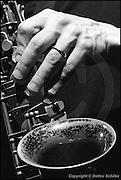 Ulrichsberg, AUT, 02.05.1993: Jazz Music , Hand von Ned Rothenberg an seinem Sax, Ned Rothenberg Double Band, Ulrichsberger Kaleidophon 1993, 02.05.1993, ( Keywords: Musiker ; Musician ; Musik ; Music ; Jazz ; Jazz ; Kultur ; Culture ) ,  [ Photo-copyright: Detlev Schilke, Postfach 350802, 10217 Berlin, Germany, Mobile: +49 170 3110119, photo@detschilke.de, www.detschilke.de - Jegliche Nutzung nur gegen Honorar nach MFM, Urhebernachweis nach Par. 13 UrhG und Belegexemplare. Only editorial use, advertising after agreement! Eventuell notwendige Einholung von Rechten Dritter wird nicht zugesichert, falls nicht anders vermerkt. No Model Release! No Property Release! AGB/TERMS: http://www.detschilke.de/terms.html ]
