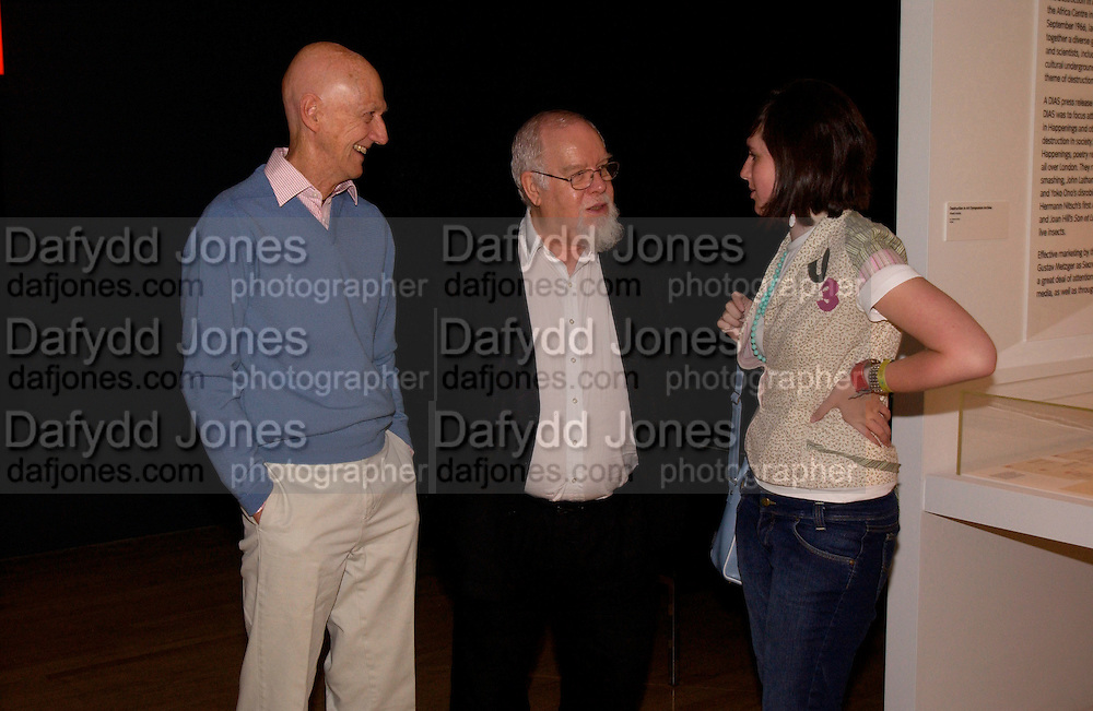 Allen Jones, Peter Blake and  his daughter Rose Blake, Art and the 60s: This was Tomorrow, Tate,29 June 2004. SUPPLIED FOR ONE-TIME USE ONLY-DO NOT ARCHIVE. © Copyright Photograph by Dafydd Jones 66 Stockwell Park Rd. London SW9 0DA Tel 020 7733 0108 www.dafjones.com