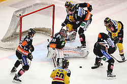 01.01.2016, Albert Schultz Eishalle, Wien, AUT, EBEL, UPC Vienna Capitals vs Moser Medical Graz 99ers, 38. Runde, im Bild Clemens Unterweger (Moser Medical Graz 99ers), Thomas Hoeneckl (Moser Medical Graz 99ers), Troy Milam (UPC Vienna Capitals), Simon Gamache (UPC Vienna Capitals), Corin Konradsheim (Moser Medical Graz 99ers), Philipp Pinter (Moser Medical Graz 99ers) und MacGregor Sharp (UPC Vienna Capitals) // during the Erste Bank Icehockey League 38th Round match between UPC Vienna Capitals and Moser Medical Graz 99ers at the Albert Schultz Ice Arena, Vienna, Austria on 2016/01/01. EXPA Pictures © 2016, PhotoCredit: EXPA/ Thomas Haumer