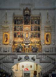 THEMENBILD - Madrid ist seit Jahrhunderten der geographische, politische und kulturelle Mittelpunkt Spaniens (siehe Kastilien) und der Sitz der spanischen Regierung. Hier residieren auch der König, ein katholischer Erzbischof sowie wichtige Verwaltungs- und Militärbehörden. Als Handels- und Finanzzentrum hat die Stadt nationale und internationale Bedeutung. Hier im Bild Priester haelt Messe, Hochaltar, Heilige Maria, Innenansicht, Catedral de Nuestra Senora de la Almudena, Santa Maria la Real de La Almudena, Almudena-Kathedrale // THEMATIC PACKAGES - Madrid is the capital and largest city of Spain. The population of the city is roughly 3.3 million and the entire population of the Madrid metropolitan area is calculated to be around 6.5 million. It is the third-largest city in the European Union, after London and Berlin, and its metropolitan area is the third-largest in the European Union after London and Paris. The city spans a total of 604.3 km2. EXPA Pictures © 2014, PhotoCredit: EXPA/ Eibner-Pressefoto/ Weber<br /> <br /> *****ATTENTION - OUT of GER*****