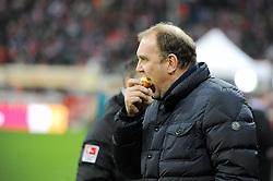 27.02.2015, Allianz Arena, Muenchen, GER, 1. FBL, FC Bayern Muenchen vs 1. FC K&ouml;ln, 23. Runde, im Bild Manager Joerg Schmadtke (1.FC Koeln) mit einem Apfel vor dem Spiel. // during the German Bundesliga 23rd round match between FC Bayern Munich and 1. FC K&ouml;ln at the Allianz Arena in Muenchen, Germany on 2015/02/27. EXPA Pictures &copy; 2015, PhotoCredit: EXPA/ Eibner-Pressefoto/ Stuetzle<br /> <br /> *****ATTENTION - OUT of GER*****