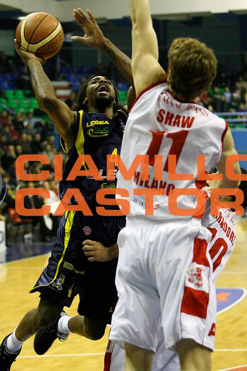 DESCRIZIONE : Milano Lega A1 2007-08 Armani Jeans Milano Legea Scafati <br /> GIOCATORE : Marcus Hatten <br /> SQUADRA : Legea Scafati <br /> EVENTO : Campionato Lega A1 2007-2008 <br /> GARA : Armani Jeans Milano Legea Scafati <br /> DATA : 22/12/2007 <br /> CATEGORIA : Tiro <br /> SPORT : Pallacanestro <br /> AUTORE : Agenzia Ciamillo-Castoria/S.Ceretti <br /> Galleria : Lega Basket A1 2007-2008<br /> Fotonotizia : Milano Campionato Italiano Lega A1 2007-2008 Armani Jeans Milano Legea Scafati<br /> Predefinita :
