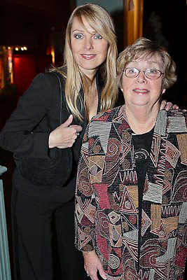 NLD/Amsterdam/20081218 - Premiere Wereldkerstcircus 2008, Joke de kruijff en haar moeder