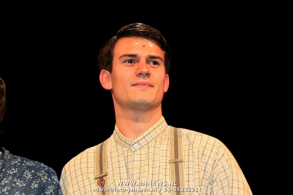 NLD/Hoorn/20101101- Premiere Je Anne, Levi van Kempen als Peter van Daan