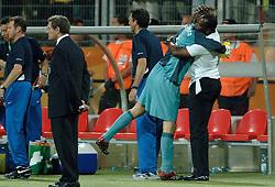 25-06-2006 VOETBAL: FIFA WORLD CUP: NEDERLAND - PORTUGAL: NURNBERG<br /> Oranje verliest in een beladen duel met 1-0 van Portugal en is uitgeschakeld / Stanley Menzo en Edwin van der Sar<br /> ©2006-WWW.FOTOHOOGENDOORN.NL