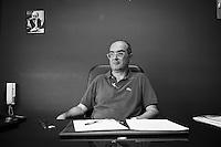 19 luglio 2010. Palermo. Domenico Di Fatta, preside dell'Istituto Comprensivo Giovanni Falcone del quartiere ZEN di Palermo. contrasta la criminalità e punta a educare e istruire i giovani senza compromessi e ammiccamenti.<br /> <br /> ©2010 Gianni Cipriano<br /> cell. +1 646 465 2168 (USA)<br /> cell. +39 328 567 7923<br /> gianni@giannicipriano.com<br /> www.giannicipriano.com