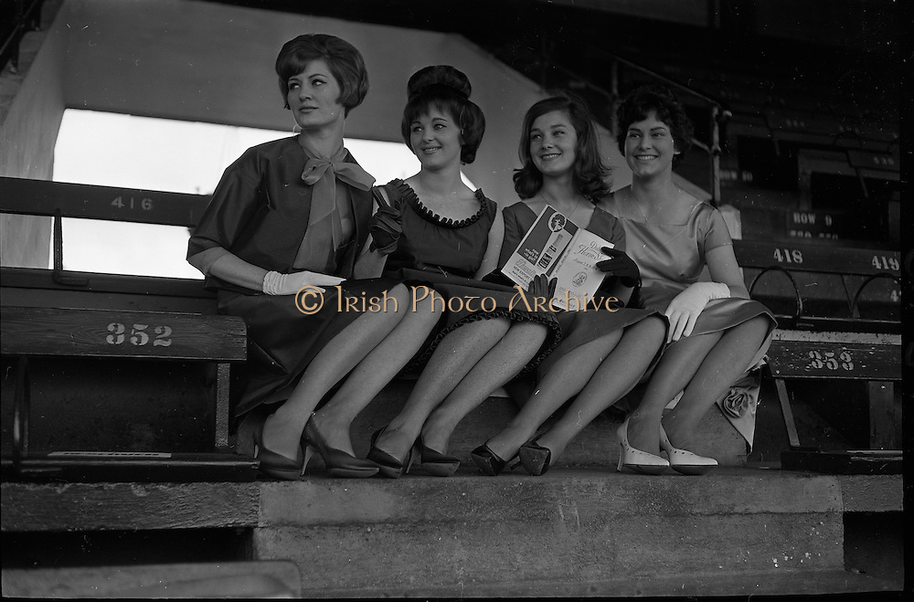 07/08/1962 <br /> 08/07/1962 <br /> 07 August 1962 <br /> Bradmola Nylons fashion stand at the Dublin Horse show at the RDS, Ballsbridge, Dublin, Tuesday. Image shows Models Loreto O'Hehir; Marie Baumann; Mary Finan and Maura Coughlan.