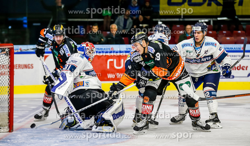 16.10.2015, Eisstadion Liebenau, Graz, AUT, EBEL, Moser Medical Graz 99ers vs Fehervar AV 19, 12. Runde, im Bild Miklos Rajna (Fehervar AV 19) und Matt Fornataro (EC Graz 99ers) // during the Erste Bank Icehockey League 12th Round match between Moser Medical Graz 99ers and Fehervar AV 19 at the Ice Stadium Liebenau, Graz, Austria on 2015/10/16, EXPA Pictures © 2015, PhotoCredit: EXPA/ Erwin Scheriau