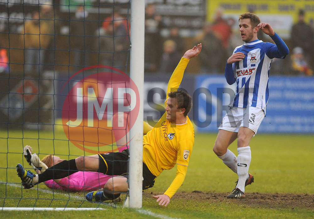 Bristol Rovers' Lee Mansell forces the ball over the line for Rovers first goal - Photo mandatory by-line: Neil Brookman/JMP - Mobile: 07966 386802 - 04/01/2015 - SPORT - football - Nuneaton - James Parnell Stadium - Nuneaton Town v Bristol Rovers - Vanarama Conference