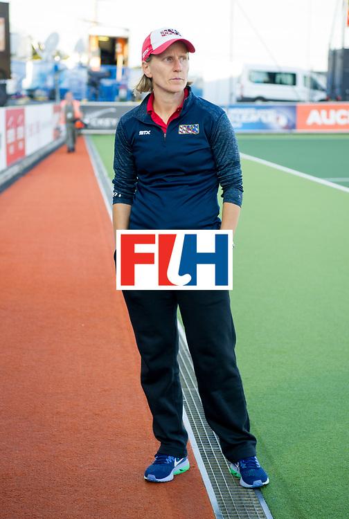 AUCKLAND - Sentinel Hockey World League final women<br /> Match id: 10304<br /> 15 USA v ENG (QF)<br /> Foto: Janneke SCHOPMAN Head Coach working.<br /> WORLDSPORTPICS COPYRIGHT FRANK UIJLENBROEK
