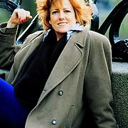 Pamela Teves in Amsterdam op de brug en op bank