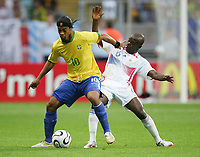 v.l. Ronaldinho, Claude Makelele Frankreich<br /> Fussball WM 2006 Viertelfinale Brasilien - Frankreich<br />  Brasil - Frankrike <br /> Norway only