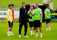 30/06/14<br /> CELTIC TRAINING<br /> AUSTRIA<br /> Celtic manager Ronny Deila (left) and Anthony Stokes in training.