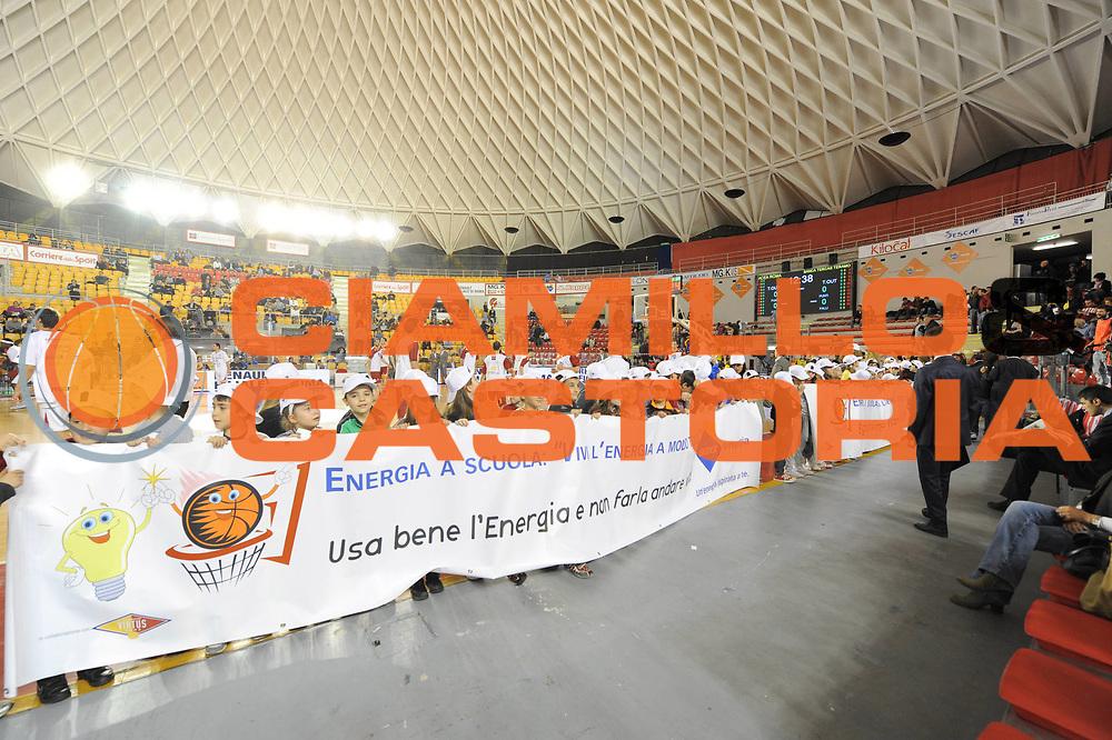 DESCRIZIONE : Roma Lega Basket A 2011-12  Acea Virtus Roma Banca Tercas Teramo<br /> GIOCATORE : Acea<br /> CATEGORIA : intrattenimento pre game<br /> SQUADRA : Acea Virtus Roma<br /> EVENTO : Campionato Lega A 2011-2012 <br /> GARA : Acea Virtus Roma Banca Tercas Teramo<br /> DATA : 16/04/2012<br /> SPORT : Pallacanestro  <br /> AUTORE : Agenzia Ciamillo-Castoria/GabrieleCiamillo<br /> Galleria : Lega Basket A 2011-2012  <br /> Fotonotizia : Roma Lega Basket A 2011-12 Acea Virtus Roma Banca Tercas Teramo<br /> Predefinita :
