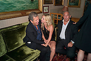 MARIO TESTINO; KATE MOSS; SIR PHILIP GREEN, Dinner hosted by Elizabeth Saltzman for Mario Testino and Kate Moss. Mark's Club. London. 5 June 2010. -DO NOT ARCHIVE-© Copyright Photograph by Dafydd Jones. 248 Clapham Rd. London SW9 0PZ. Tel 0207 820 0771. www.dafjones.com.