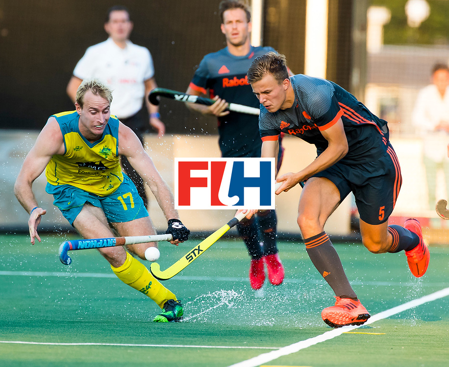 BREDA - Thijs van Dam (Ned) met Aran Zalewski (Aus)    tijdens Nederland- Australie bij  de Hockey Champions Trophy. COPYRIGHT KOEN SUYK