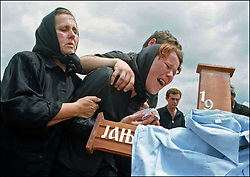 A Serbian woman cries over her husband's body in Gracko, Kosovo Wednesday, July 28, 1999. Fourteen Serbians were slain on Friday night. (PHOTO BY AMI VITALE)