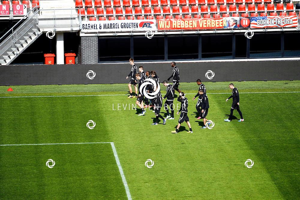 ALKMAAR - In het AZ Stadion is de NNP dag 2013 gehouden. Met op de foto de A-selectie aan het trainen op het veld van AZ. FOTO LEVIN DEN BOER - PERSFOTO.NU