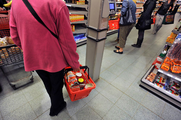 Nederland, Millingen aan de Rijn, 3-5-2012Supermarkt.Deze C1000 zal in de toekomst verder gaan als Albert Heijn.Foto: Flip Franssen/Hollandse Hoogte